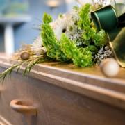 Pourquoi les frais de funérailles coûtent-ils plus cher que prévu?