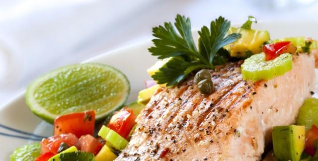 Recette de poisson en croûte d'avoine accompagné de salsa à l'avocat