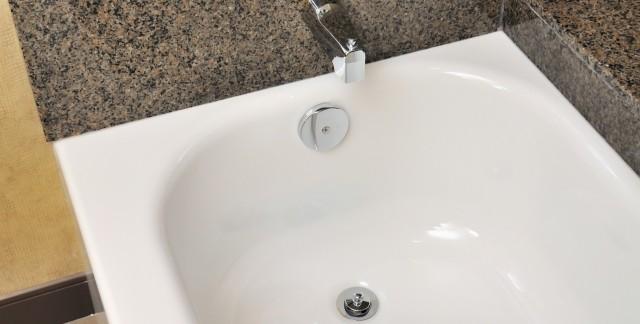 Le r maillage pour un bain l aspect neuf trucs pratiques - Renover une baignoire ...