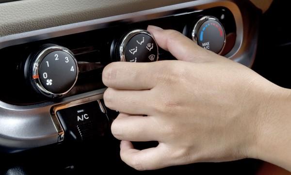 pourquoi la climatisation de votre voiture ne fonctionne pas trucs pratiques. Black Bedroom Furniture Sets. Home Design Ideas