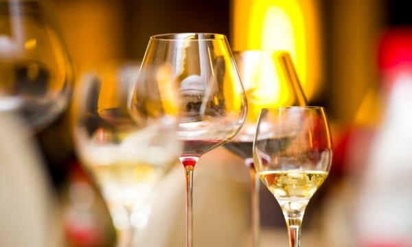 Comment commander le verre de vin idéal pour votre repas