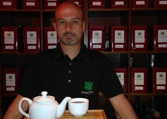 Orienthé Tea Lounge, thés raffinés, accessoires, gâteaux, sandwichs, salades, soupes