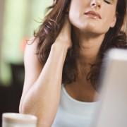 Le torticolis : un mal lancinant qu'il faut prendre au sérieux