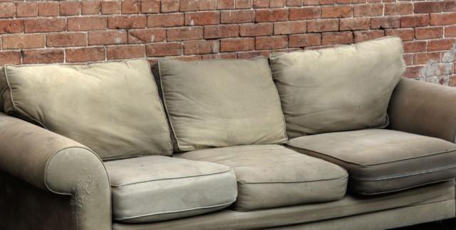 3 signes qu'il est temps de vous débarrasser de vos vieux meubles