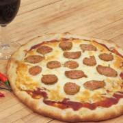 Une pizza à la saucisse italienne: un delizioso piatto!