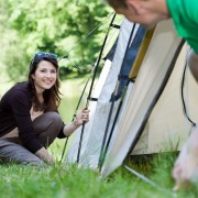 Comment installer une tente et construire un abri