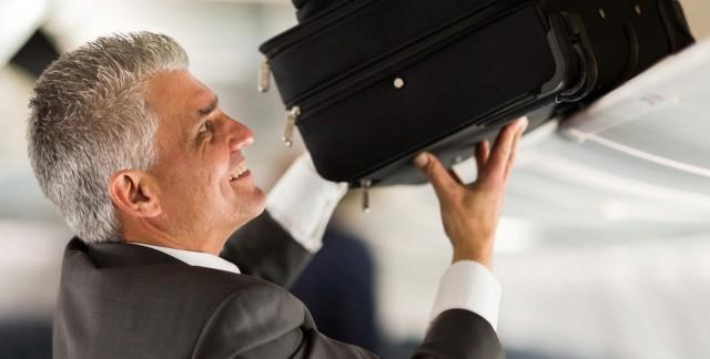5 choses à emporter en avion dans votre kit de confort