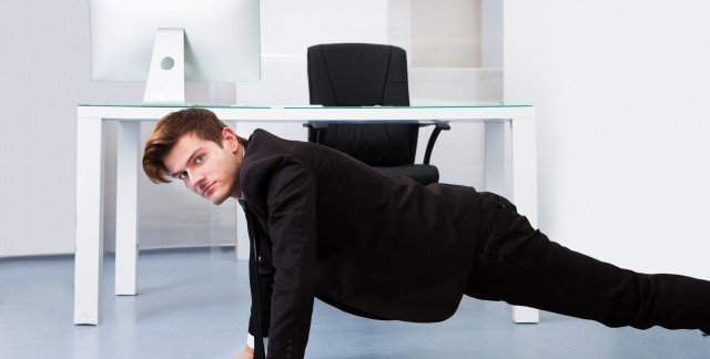 Séances d'entraînement faciles pour tonifier les bras au bureau
