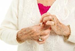 Des moyens simples pour réduire la douleur de l'arthrite en s'habillant
