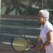 5 trucs pour mettrel'arthrite en échec lorsque vous jouezau tennis