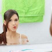 10 recettes de dentifrices et de bains de bouche maison