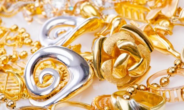 entretien des bijoux en or et en argent trucs pratiques. Black Bedroom Furniture Sets. Home Design Ideas