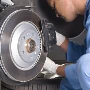 7 signes que les freins de votre voiture ont besoin d'être remplacés