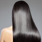 4 conseils de coiffure pour les cheveux droits
