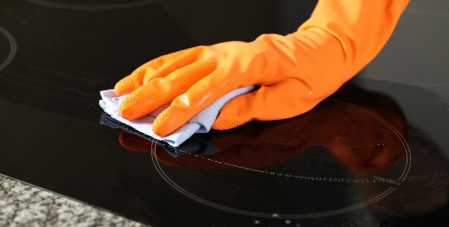 Nettoyez le dessus de votre cuisinière avec des produits naturels