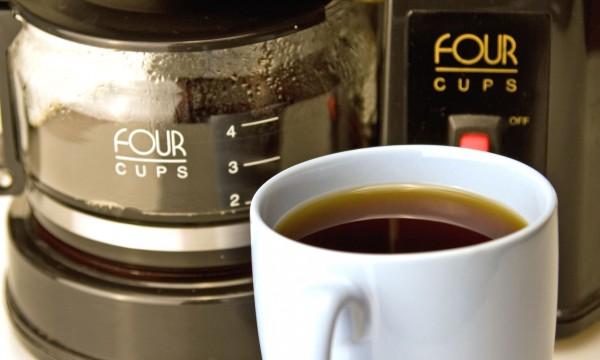 Conseils faciles pour nettoyer votre cafeti re trucs pratiques - Nettoyer cafetiere vinaigre blanc ...
