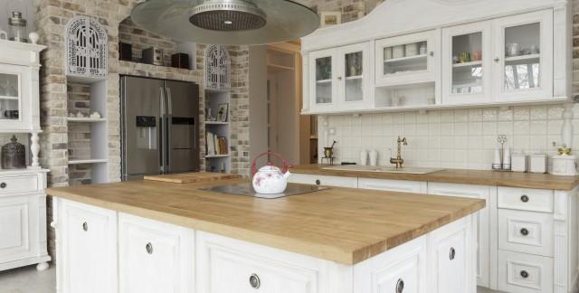 Comment choisir et entretenir les surfaces de travail en bois?