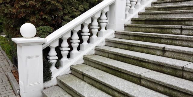 Comment réparer et entretenir des marches en béton?