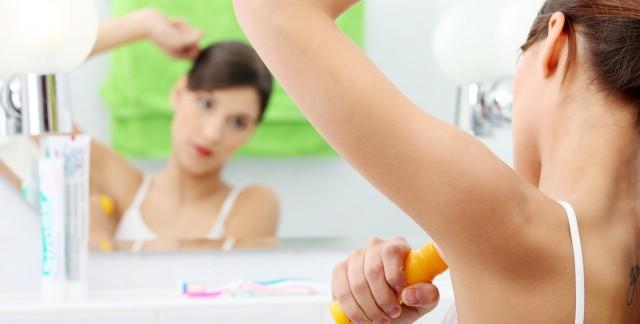 5 manières de remplacer les déodorants commerciaux