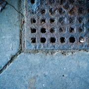 Les avantages d'un drain de plancher de garage
