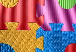 Conseils simples pour nettoyer les oreillers en mousse, les jouets et bien plus