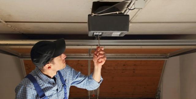 10 conseils pour r parer les portes et les tiroirs trucs for Reparer une porte de garage