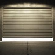 5 façons simples de réparer une porte de garage