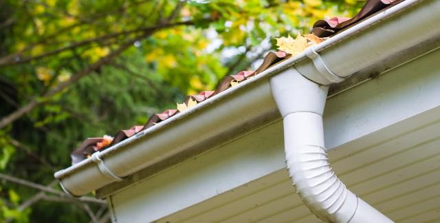 Comment prendre soin de vos gouttières et descentes pluviales