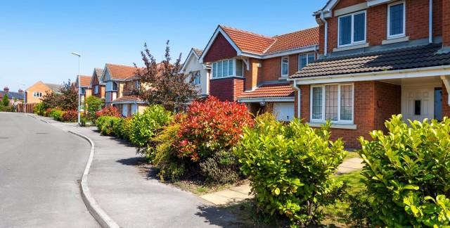 Quelle est la différence entre un semi-détaché et une maison?