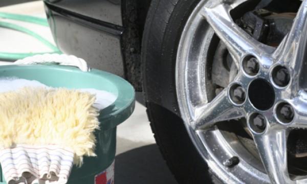 les 12 meilleurs produits pour laver votre voiture trucs. Black Bedroom Furniture Sets. Home Design Ideas
