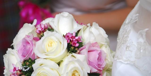 Invitez les fleurs artificielles à votre mariage