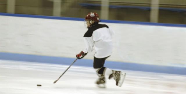Pourquoi l'ajustement des patins à glace est-il aussi important?