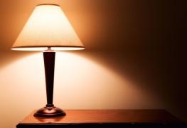 9 trucs pour laver vitres et fen tres en profondeur trucs pratiques. Black Bedroom Furniture Sets. Home Design Ideas