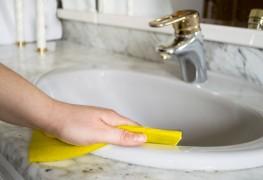 8 trucs pour des lavabos et un bain qui brillent