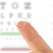 Ai-je besoin d'un examen avant de porter des lentilles cornéennes?