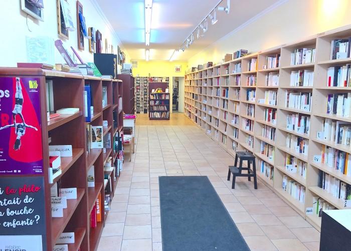 Une des premières choses que l'on remarque en entrant à la Librairie Parenthèse, c'est la disposition des lieux.