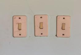 Remplacer un interrupteur mural en 4 étapes