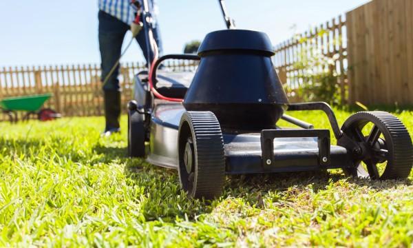 des conseils utiles pour mieux tondre votre pelouse trucs pratiques. Black Bedroom Furniture Sets. Home Design Ideas
