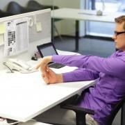 9 étirements que vous pouvez faire assis à votre bureau
