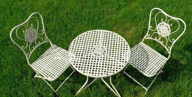 Guide pratique pournettoyer les meubles de jardin