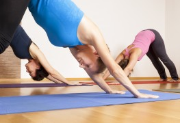 4 postures de yoga faciles pour soulager le stress