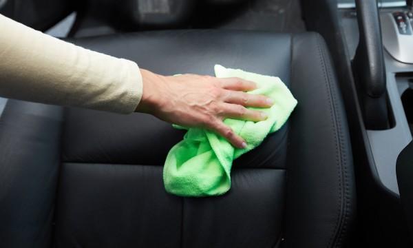 Comment réparer le cuir de sa voiture