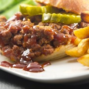 Plat principal de viande: poulet chasseur et poulet Sloppy Joe