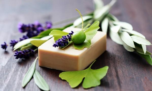 3 savons faits maison pour une belle peau trucs pratiques for Astuces maison pour une belle peau