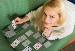 Étapes faciles pour apprendre à jouer au jeu de solitaire classique