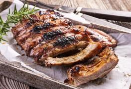 2 délicieuses recettes de barbecue: côtes levées et sauce