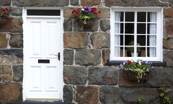 des conseils de pro pour construire une maison en pierre trucs pratiques. Black Bedroom Furniture Sets. Home Design Ideas