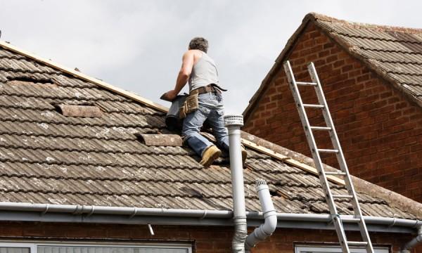 comment nettoyer sa toiture sans monter sur le toit excellent toiture choix et rle des. Black Bedroom Furniture Sets. Home Design Ideas