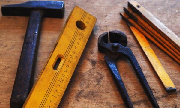 8 outils pour travailler le m tal et le bois trucs pratiques. Black Bedroom Furniture Sets. Home Design Ideas