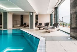 Edmonton Hotels with Pools